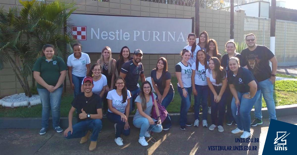 Alunos de Medicina Veterinária visitam fábrica da Nestlé Purina em Ribeirão Preto